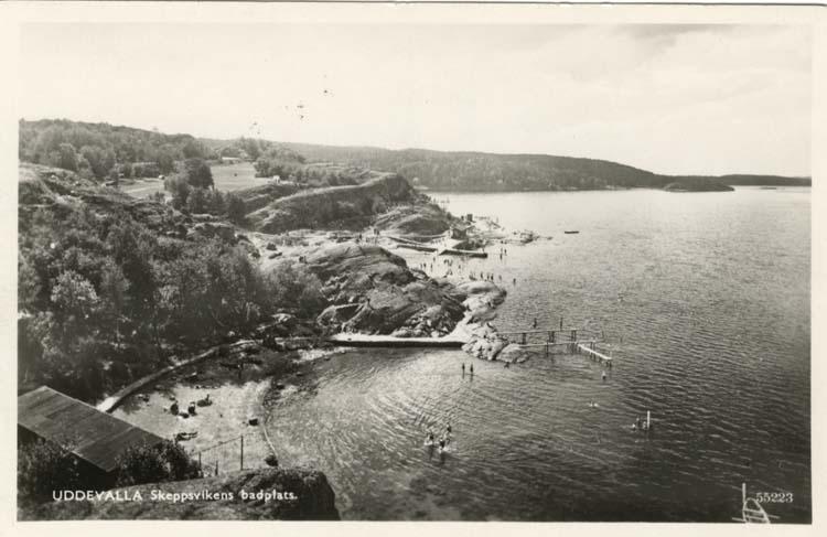 """Tryckt text på vykortets framsida: """"Uddevalla, Skeppsvikens badplats."""""""