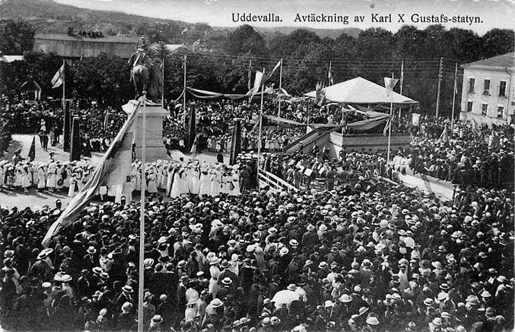 """Vykort. """"Uddevalla. Avtäckning av Karl X Gustafs-statyn."""""""