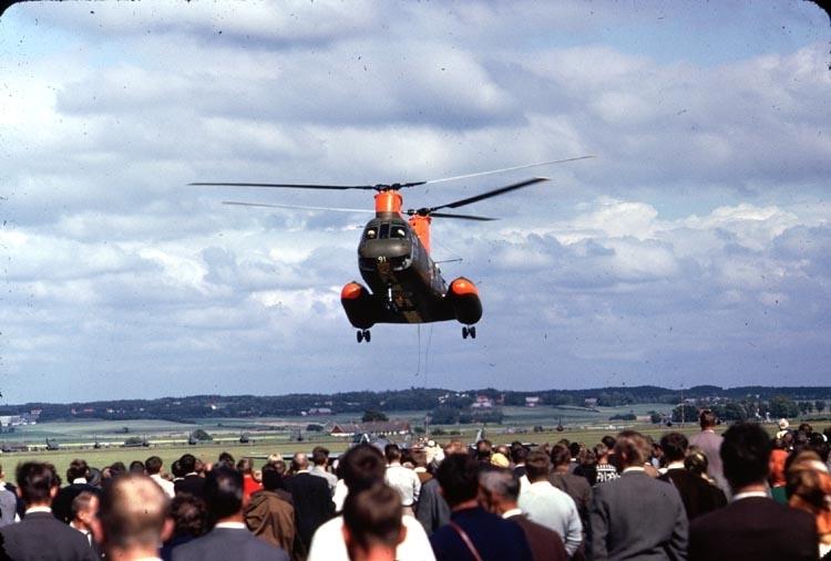 Försvarets nyinförskaffade helikopter Boeing Vertol Hkp 4A - förevisning någonstans i Skåne