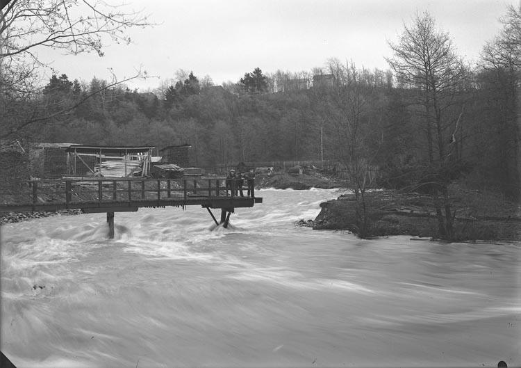 """Enligt fotografens noteringar: """"Öfversvämning 1927."""""""