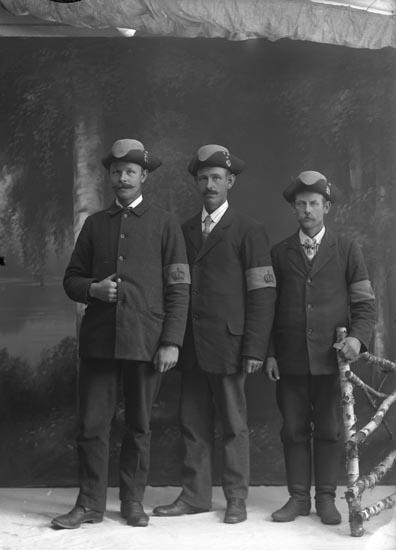 """Enligt fotografens noteringar: """"3 Landstormsmän från 1914 i Munkedal."""""""
