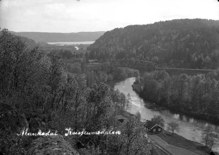 "Enligt fotografens noteringar: ""Kvistrumsdalen."" Texten på plåten: ""Munkedal, Kvistrumsdalen."""