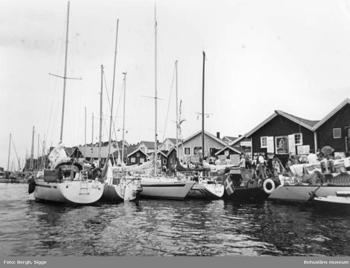 """Enligt text på fotot: """"Smögens hamn 1992""""."""