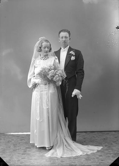 """Enligt fotografens journal nr 6 1930-1943: """"Johansson, Herr Frank Ny Tid Kungälv""""."""