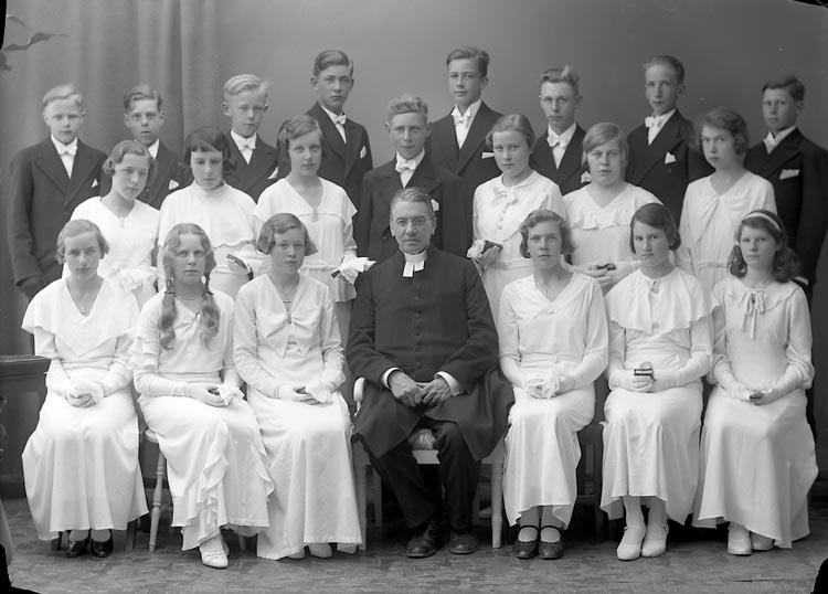 """Enligt fotografens journal nr 6 1930-1943: """"Läsbarnen Prosten Franck Ödsmål""""."""