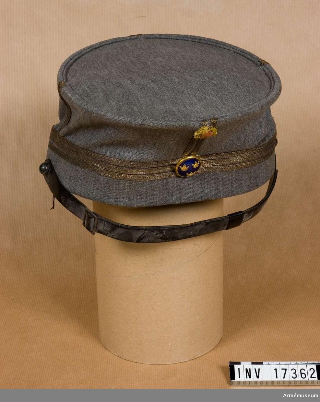 Grupp C I. För kapten vid Svenska Brigaden 1918, Finland. Av svensk typ. Uniformen sydd i Uleåborg mars 1918.