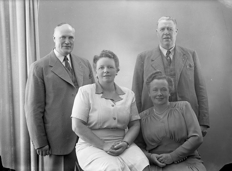 "Enligt fotografens journal nr 7 1944-1950: ""Hansson, Herr Herman Björkg. 48 Gbg""."
