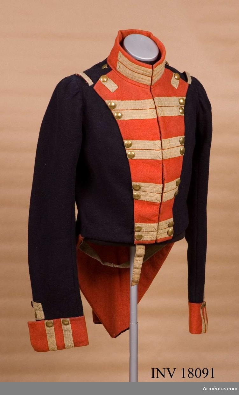 Grupp C I. Ur uniform för manskap vid Kungliga Andra livgardet, Göta livgarde, 1816-33. Med rött bröst och vita revärer.