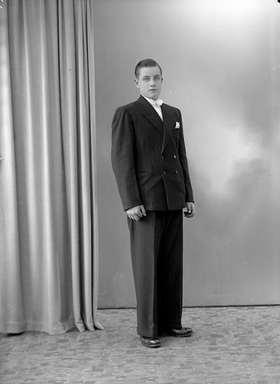 """Enligt fotografens journal nr 7 1944-1950: """"Winkler, Gunnar St. Höga""""."""