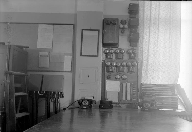 """Enligt fotografens journal nr 7 1944-1950: """"Linderoth, 1ste Byråing. Stockholm"""". Enligt fotografens notering: """"Kab. först. av elekt. installationen Förste Byråingeniör H. Linderoth Elektroniska Byrån Vasag. 1 IV Stockholm""""."""