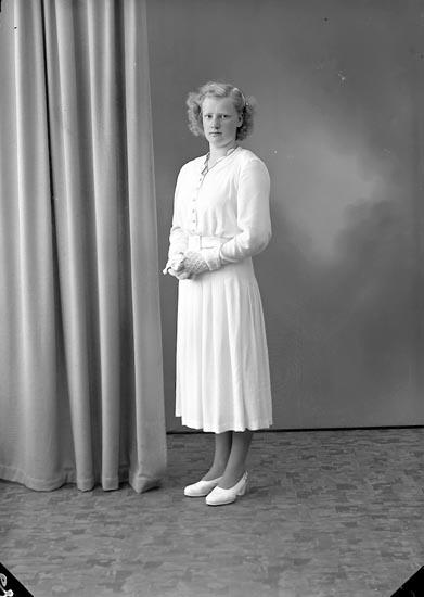 "Enligt fotografens journal nr 7 1944-1950: ""Hagstedt, Berit Svenshögen""."