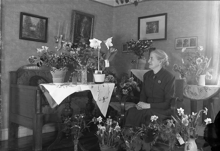 "Enligt fotografens journal nr 8 1951-1957: ""Andersson, Fru Anna Lyckebo Stenungsund""."