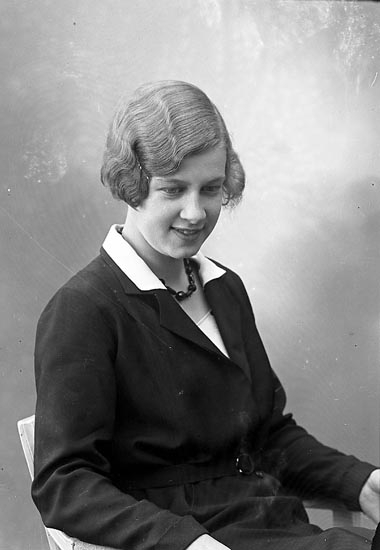 """Enligt fotografens journal nr 6 1930-1943: """"Nelson, Eleonora Gottskär""""."""