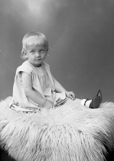 """Enligt fotografens journal nr 6 1930-1943: """"Olsson, Margit Känstorp Spekeröd""""."""
