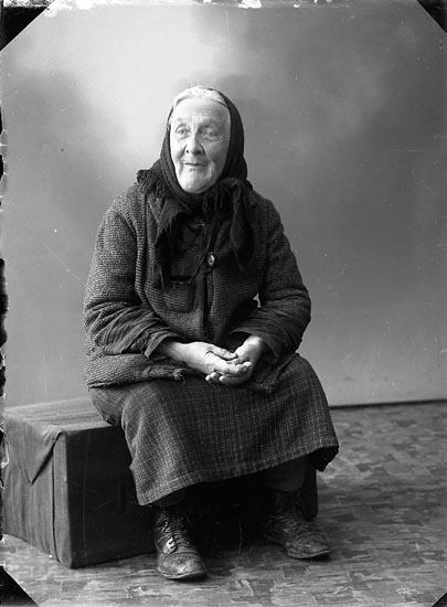 "Enligt fotografens journal nr 6 1930-1943: ""Gren, Josefina Valla Ålderdomshem""."