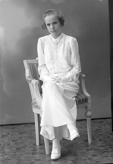 "Enligt fotografens journal nr 6 1930-1943: ""Olsson, Astrid S. Houg Stenungsund""."