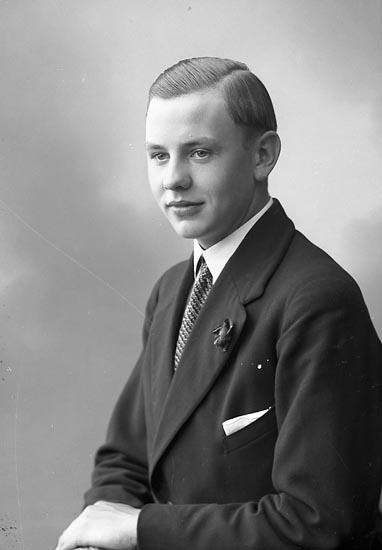 """Enligt fotografens journal nr 6 1930-1943: """"Svensson, Allan Myren, Spekeröd""""."""