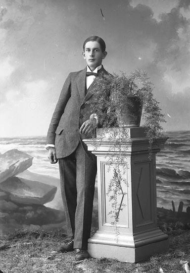 """Enligt fotografens journal nr 4 1918-1922: """"Johansson, John Högenorum Här""""."""