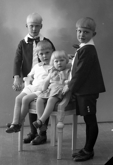 "Enligt fotografens journal nr 5 1923-1929: ""Adielsson, Herr Hj. Spekeröd""."