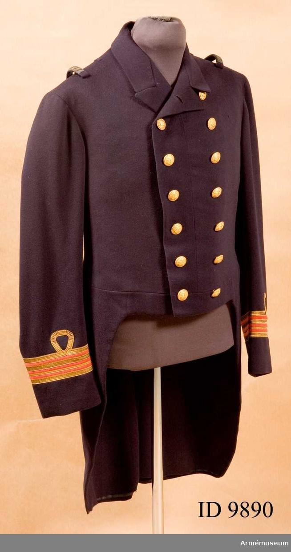 Grupp C I. Ur uniform för marinläkare, bestående av paradfrack, långbyxor och väst. Har burits av marinläkaren Bertil Karth.