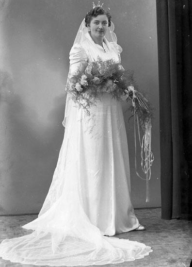 """Enligt fotografens journal nr 6 1930-1943: """"Olsson, Charkuteriet Ödsmål""""."""