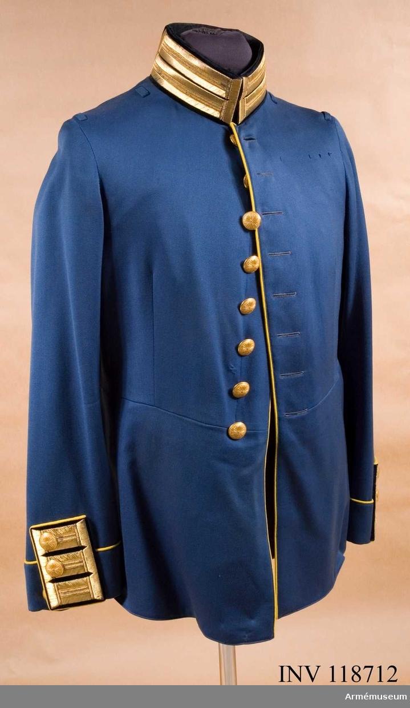 Grupp C I. Uniform för major vid Fortifikationen, bestående av vapenrock, axelklaffar, långbyxor och ridbyxor.