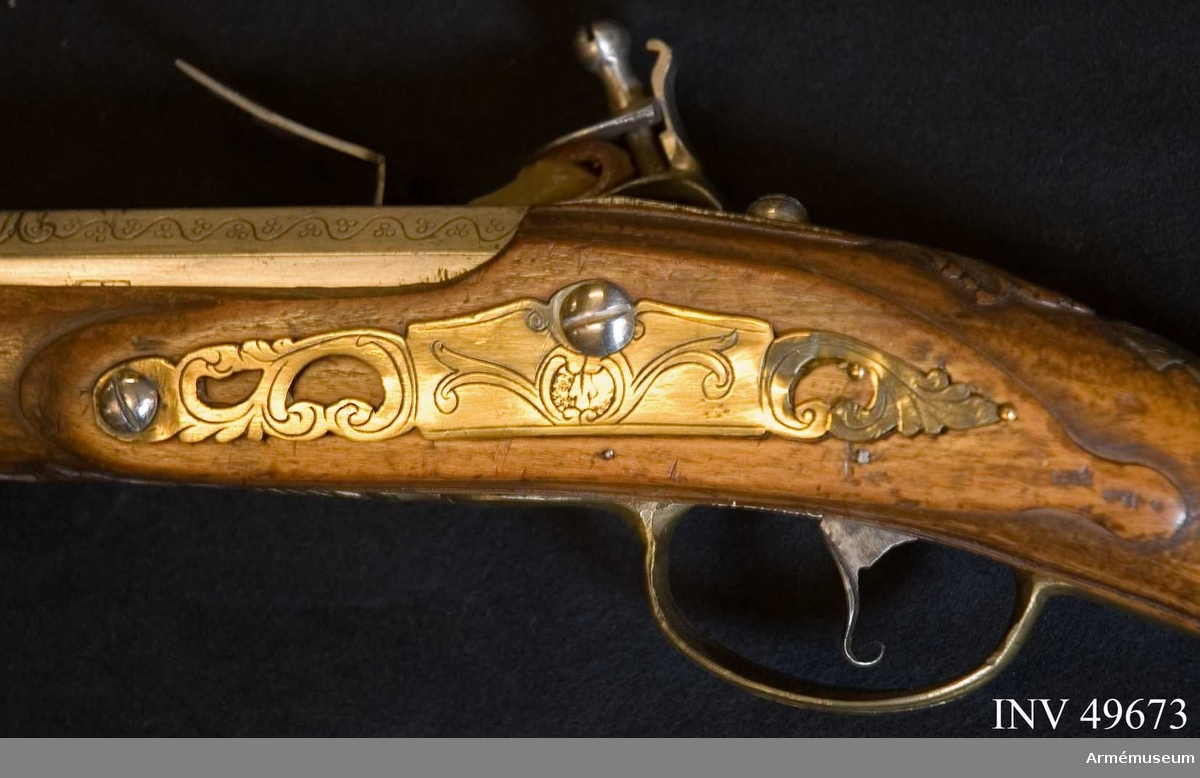 Grupp E XIV. Loppets relativa längd är 79,4 kal. Afrikanskt gevär med flintlås. Pipans nedre del, lås och beslag  är graverad. Siffran 189 återfinns på pipan och kolven.