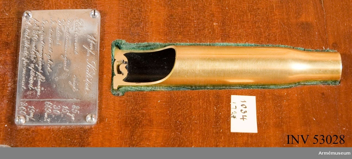 Grupp E V. Tom patronhylsa till 11 mm (0,45 inch) 4- och 5-pipiga kulsprutor. Förvaras i specialbyggt vitrinskåp tillsammans med andra hylsor   och kulor. Under patronen finns en graverad silverplåt med uppgifter: Kaliber 11 mm, patronens vikt: 85 g, krutladdningens vikt: 15 g, kulvikt: 30 g, genomträngningsförmåga på 300 m avstånd: 19 mm, initialhastighet: 609 mV, antal skott per minut: 360.