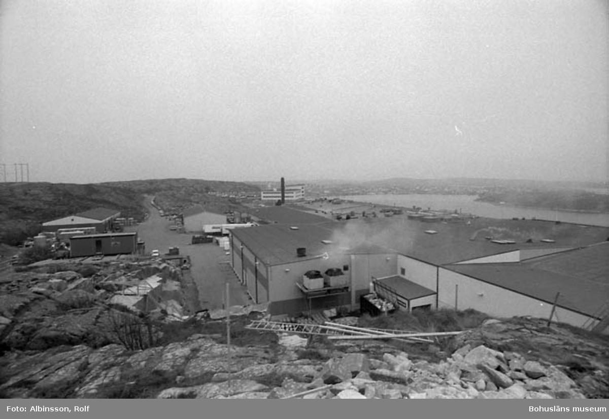 """Enligt fotografens noteringar: """"Foton tagna uppe vid ombyggnaden av ABBA. Jag står ovanpå en bergknalle och tar åt väster.""""  Fototid: 1996-04-23."""