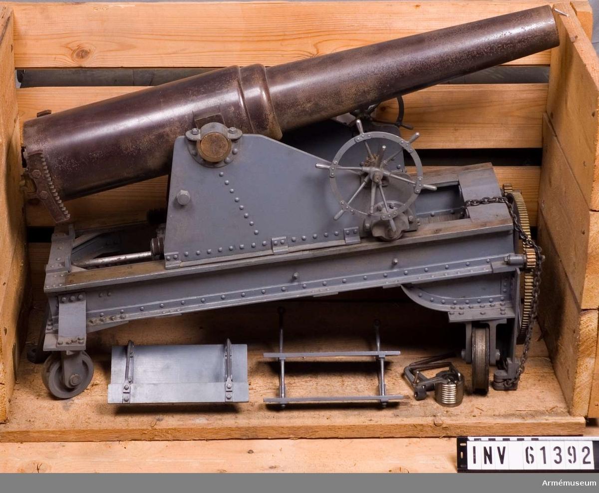 Grupp F I.  I modellen ingår vallavettage m/1879 samt svängplan.