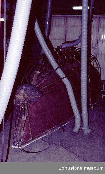 """Motivbeskrivning: """"Gullmarsvarvet, Lysekil. Bild från B-hallen. På bilden syns form till  """"Felix"""" (Mölnlycke Marin AB), (fotograf: Göte Gustavsson)."""" Datum: 1980-10-30."""