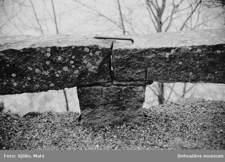 """Bohusläns samhälls- och näringsliv. 2. STENINDUSTRIN. Film: 26  Text som medföljde bilden: """"Graniträcke. April 1977."""""""