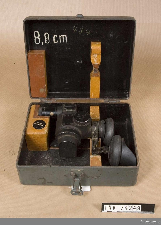 Grupp F III.  Kikarsikte för 7,5 cm kanon m/1900-1917 äldre typ 3 x 16,6 grader.