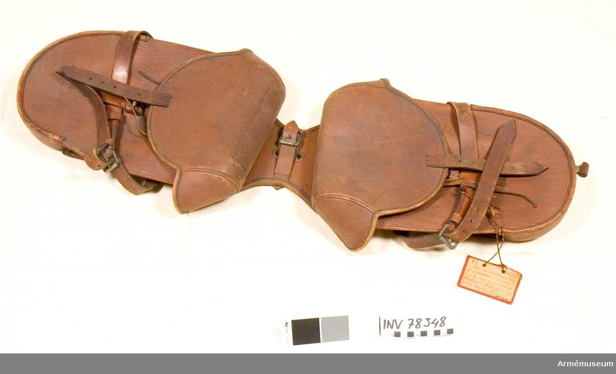 Grupp: K II.  1 par packfickor till rid-& anspannspersedlar, för en stånghäst vid tyskt fältart. 1901.