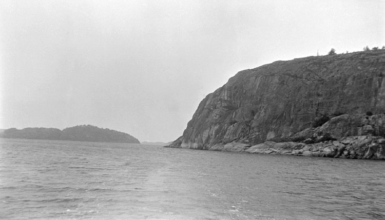 Enligt senare noteringar: Dynekilen, Björnes värn mot väster. 26 Juni 1921.