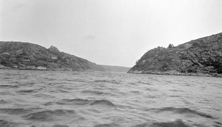 Enligt senare noteringar: Dynekilen, Björnerud mot öster i storm. 26 Juni 1921.