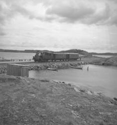 """Text till bilden: """"Invigning av Grötöbanan. 1946.06""""."""