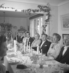 "Text till bilden: ""Erik Vinberg. Bröllopsfest. 1947.08.23""."