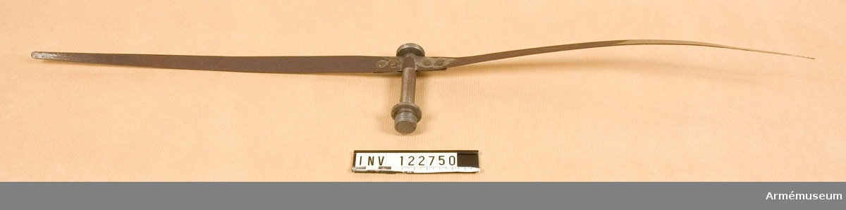 Propeller ? m axel, ca 65 cm, av tunn plåt.