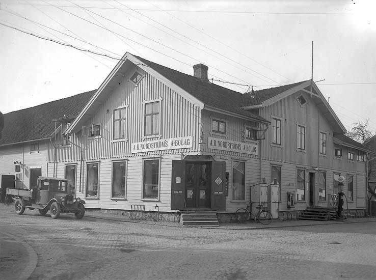 """Text till bilden:""""A-B Nordströms Ljungskile""""."""