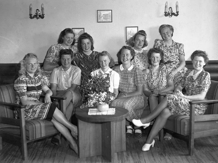 """Text till bilden:""""Gruppbild på tio damer""""."""