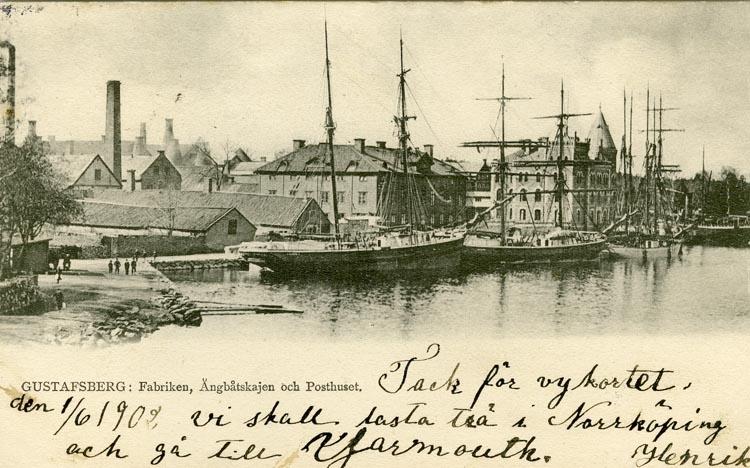Notering på kortet: Gustafsberg. Fabriken. Ångbåtskajen och Posthuset.