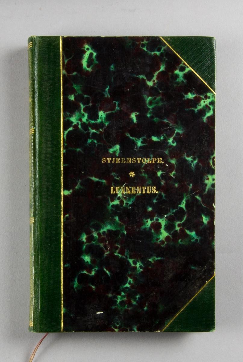 """Bok, halvsaffianband: """"Lunkentus, dramatiserad folksaga på vers"""" skriven av Jonas Magnus Stjernstolpe och tryckt hos J. Hörberg i Stockholm 1824.   Bandet med grön rygg, sparsam guldornering och guldpräglad titeltext på rygg och främre pärm. Grönstänkta snitt. Pärmen med marmorerat papper i grönt, svart och mörkt rött. Främre pärmens insida och titelbladet med handskriven notering: Östanå."""