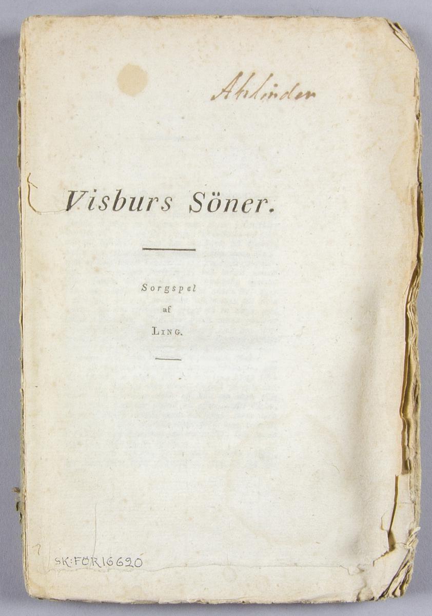 """Bok, häftat pappersband: """"Visburs söner. Sorgspel af Ling"""" skriven av Pehr Henrik Ling och tryckt hos Fr. B. Nestius Tryckeri  i Stockholm 1824.  Häftad och oskuren i blåttt omslag. Saknar dock fram och baksida av omslaget."""