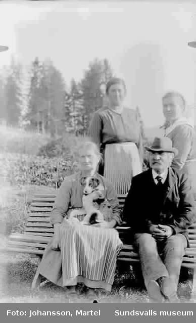 Makarna Persson med döttrar.