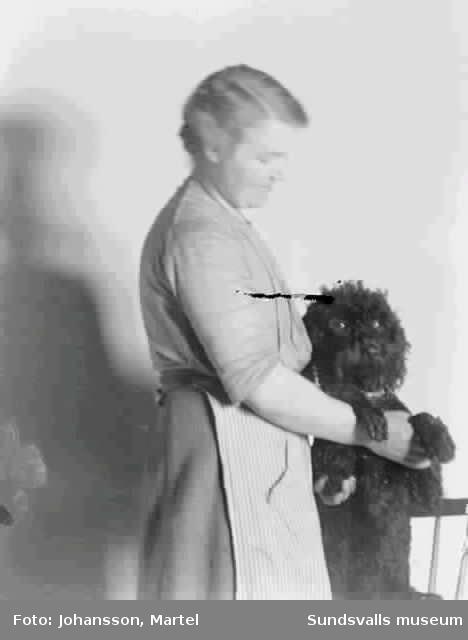 Kvinna med en hund.