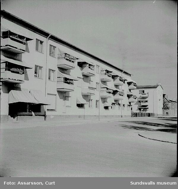 Flerbostadshus i kv Underlaget 15, Grönborgsgatan 8. Detta är den första fastigheten med bostadsrätter som HSB lät uppföra i Sundsvall, 1937.