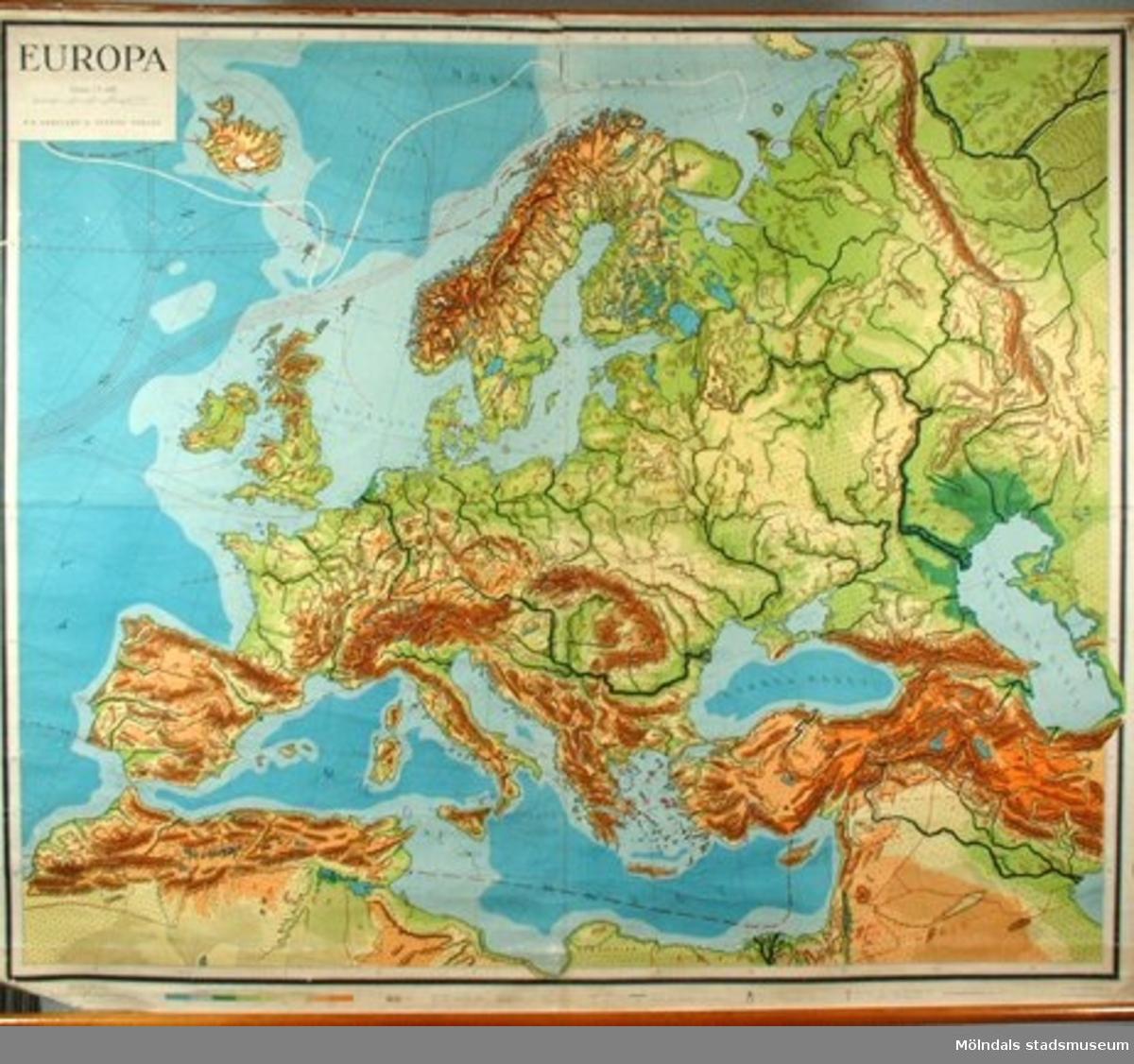 Motiv: Europa, kartan är från före ryska revolutionen. Trasig, behöver lagas.