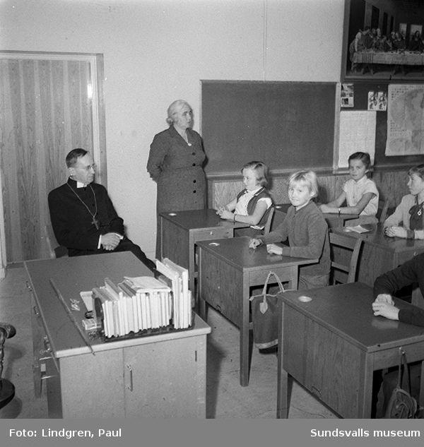 Biskopen i Högoms skola.