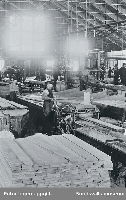 Interiör från såghus. Okänt sågverk.